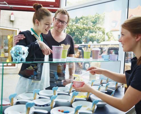 YOLOCO Frozen Yogurt Osnabrück individuell zusammenstellen